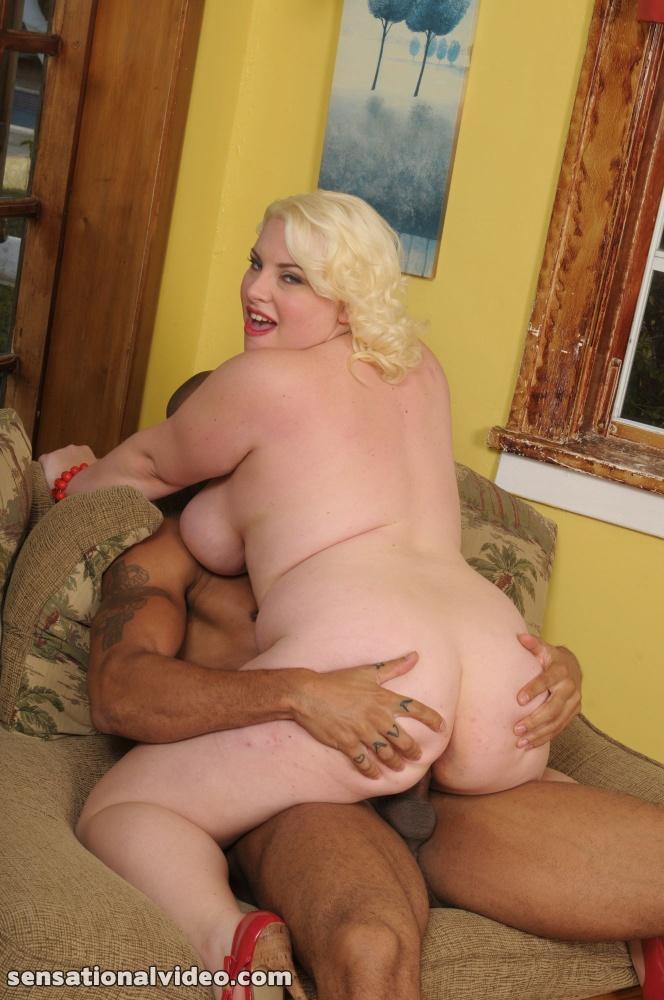 Толстая блондинка трахается