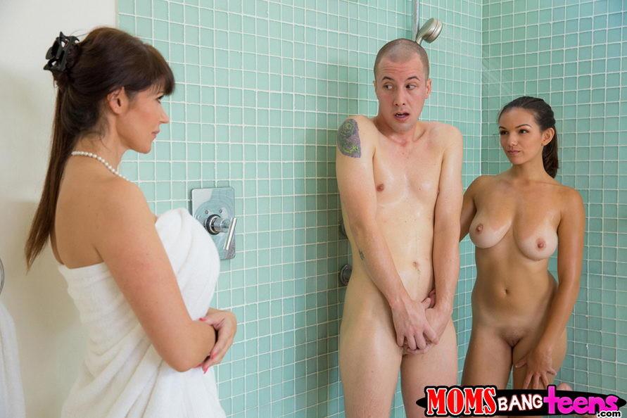 Порно отсос фото с большими сиськами, итальянский секс смотреть