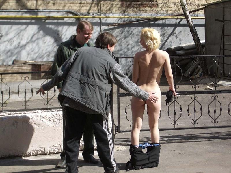 эти подбежал на улице и схватил за грудь онлайн всему это было