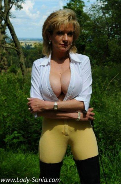 Порно зрелые дамы в лесу