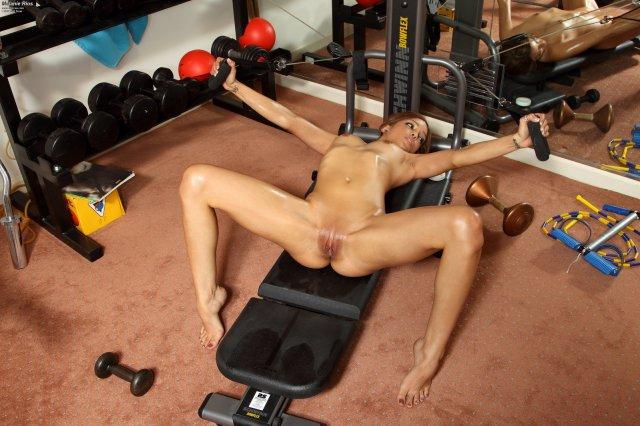Порно Фотосессии Ебли В Тренажерном Зале