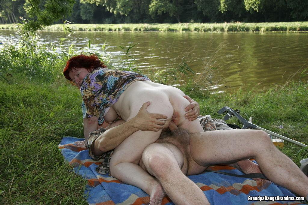 Русское порно на реке зрелые