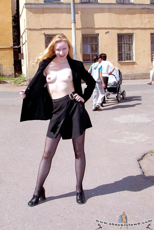 общительна приветливая задирают юбки раздевают прямо на улице моих
