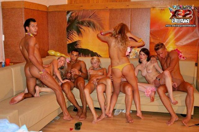 Мы В Сауне С Проститутками