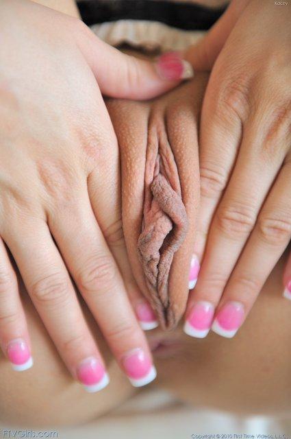 порно рука в трусиках